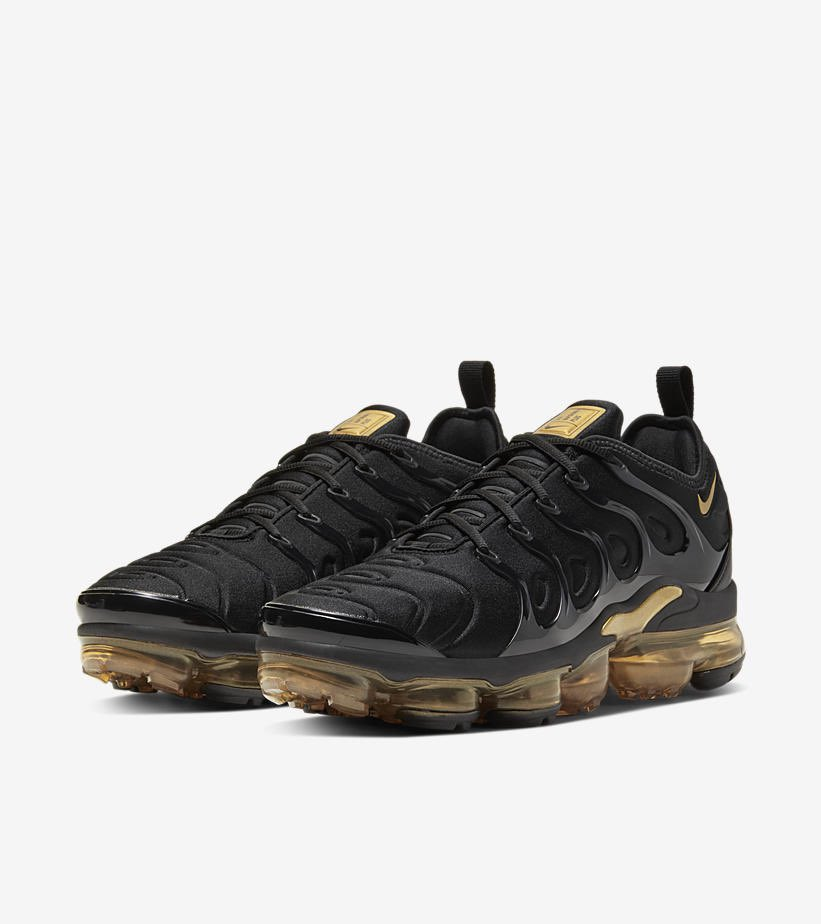 Nike Air Vapormax Plus 'Black/Metallic Gold' available via Footsites  Champs https://t.co/BAaRG2hD1c Eastbay https://t.co/QoEUpjecEk Footaction https://t.co/lOGBBvQ9cR Footlocker https://t.co/a4CsHNAWIz  Sold out on Nike and Finishline   #AD https://t.co/nRiAXofrKK