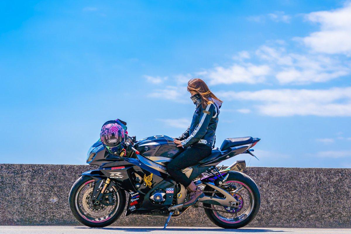 お疲れ様です😊🎵✨もうずっとお日様見てない気がする😫いつになったら晴れるんかなぁ🌞😊🌞次はいつバイクに乗れることやら…┐(´д`)┌真っ青な空の下風をきって走りたいね🏍😘#バイク女子 #バイク乗りと繋がりたい #バイク好きと繋がりたい