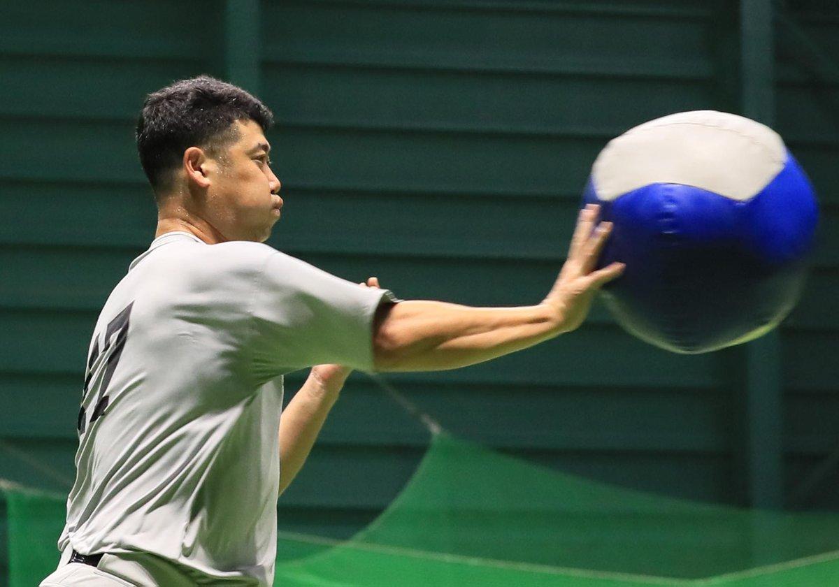【#練習風景から🏟️】 #大竹寛 投手はリリーフですが、登板機会がないこともあり、志願して先発投手の練習に参加したそうです(撮影・中井誠)#巨人 #giants #ジャイアンツ #サンスポ