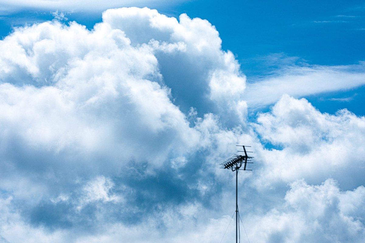雨が続きますね。写真で空模様を投稿しておきます。