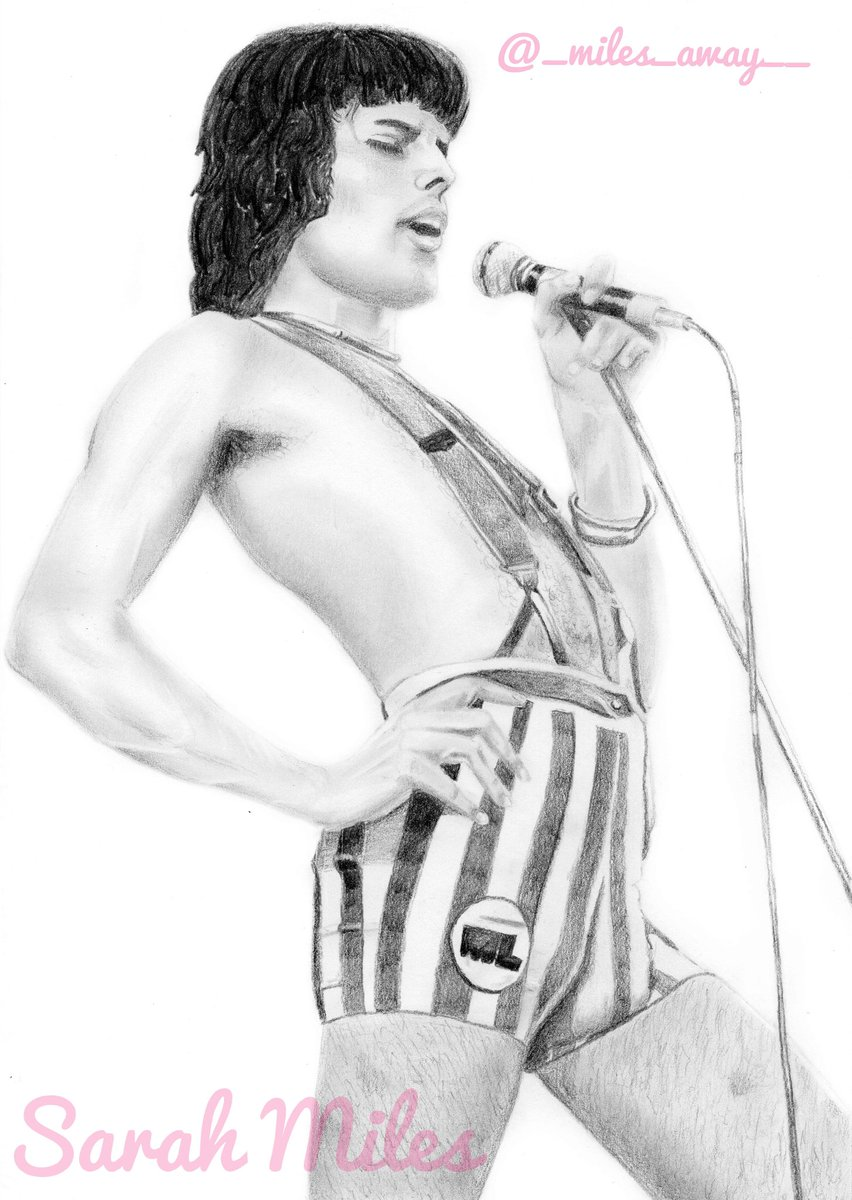 Today's finished piece! 70's Freddie in those iconic candy stripe shorts! 🔥 Done using Derwent graded pencils. #freddiemercury #freddiemercuryfan #Queen #art #artist #artwork #pencildrawing #derwentpencils #queenfanart #fanart #rock #rockstar #freddiemercuryart #hero #70s https://t.co/Lo2czg1q03