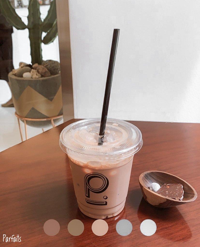 #รีวิวเกาหลี ร้านช็อกโกแลตเฉพาะทางแบบ bean to bar เน้นขายช็อกโกแลตบาร์ มีขนมกับเครื่องดื่มด้วย ใช้เมล็ด cacao แบบ single origin รสชาติจะมีความ unique ถ้าคนชอบ crafted chocolate น่ามาลองๆ  📍p.chokko (피초코) 🚃 Tteokseom (สาย 2) เดิน 5 นาที #รีวิวโซล #คาเฟ่เกาหลี @Review_korea https://t.co/VF6zuknRrM