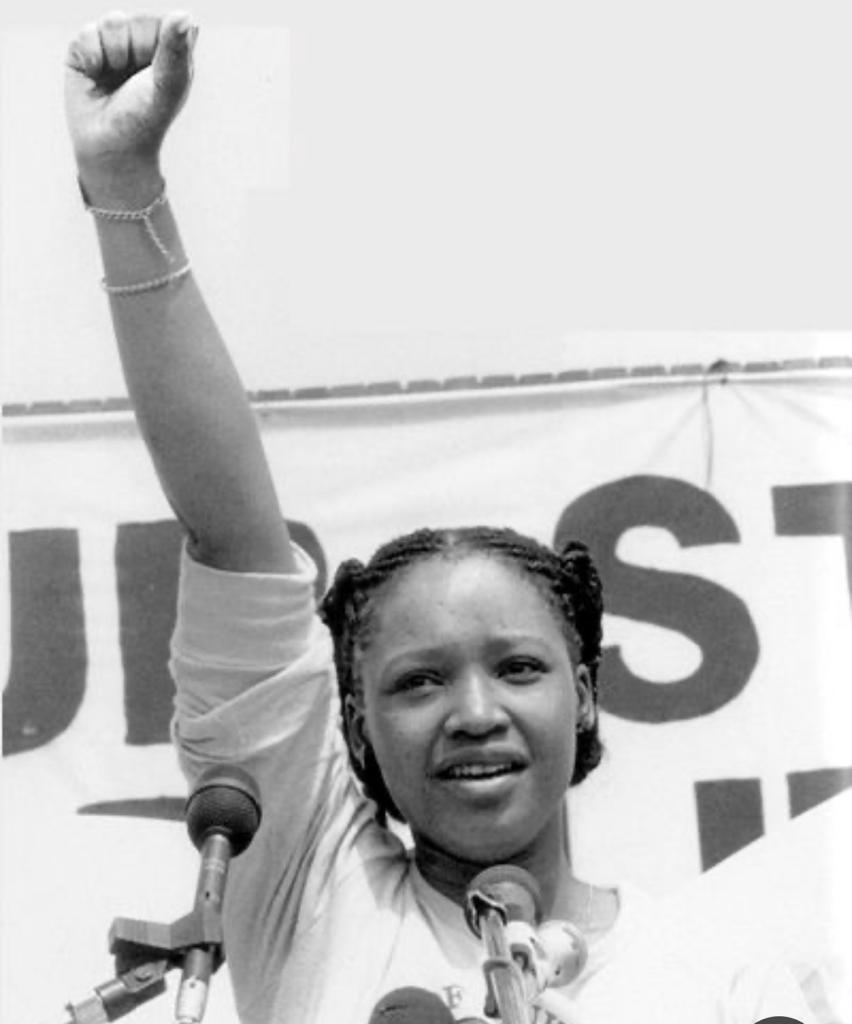 Condolences to the family.May her courageous soul rest in peace.Thank you Zinzi for your contribution to our liberation✊ https://t.co/l71fOnfjrR