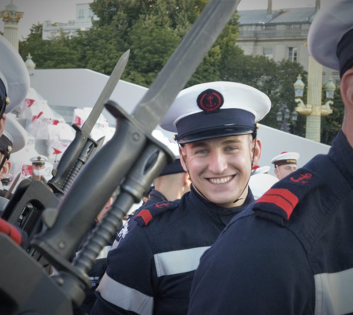 [#MondayMotivation 💪] Répétitions du #14juillet 🇫🇷 ! Fiers de nos marins qui porteront haut les couleurs de la Marine demain !⚓ @MarinsPompiers #FiersDeNosMarins https://t.co/5Sj172vbRs
