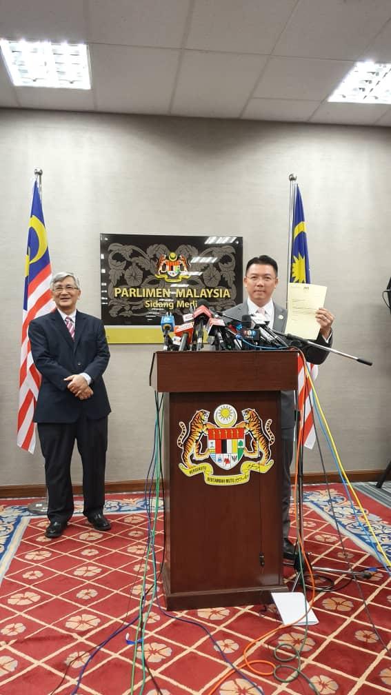Nga Kor Ming melepaskan  jawatan beliau sebagai Timbalan Speaker Dewan Rakyat.   Ujar beliau yang juga Ahli Parlimen Teluk Intan, perletakan jawatan berkenaan berkuat kuasa serta-merta. https://t.co/MEJGoxazmk