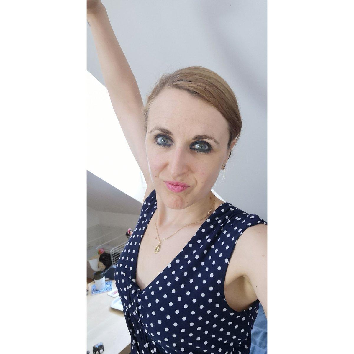 """""""Les gens les plus heureux n'ont pas tout ce qu'il y a de mieux. Ils font juste de leur mieux avec tout ce qu'ils ont."""" Auteur inconnu  #GIRLBOSS #bossgirl #bossbabe #girlpower #goodvibes #lifestyle #feliz #bonheur #frenchgirl #smile #parisienne #pictureoftheday #felizespocopic.twitter.com/89jPgAaNUM"""