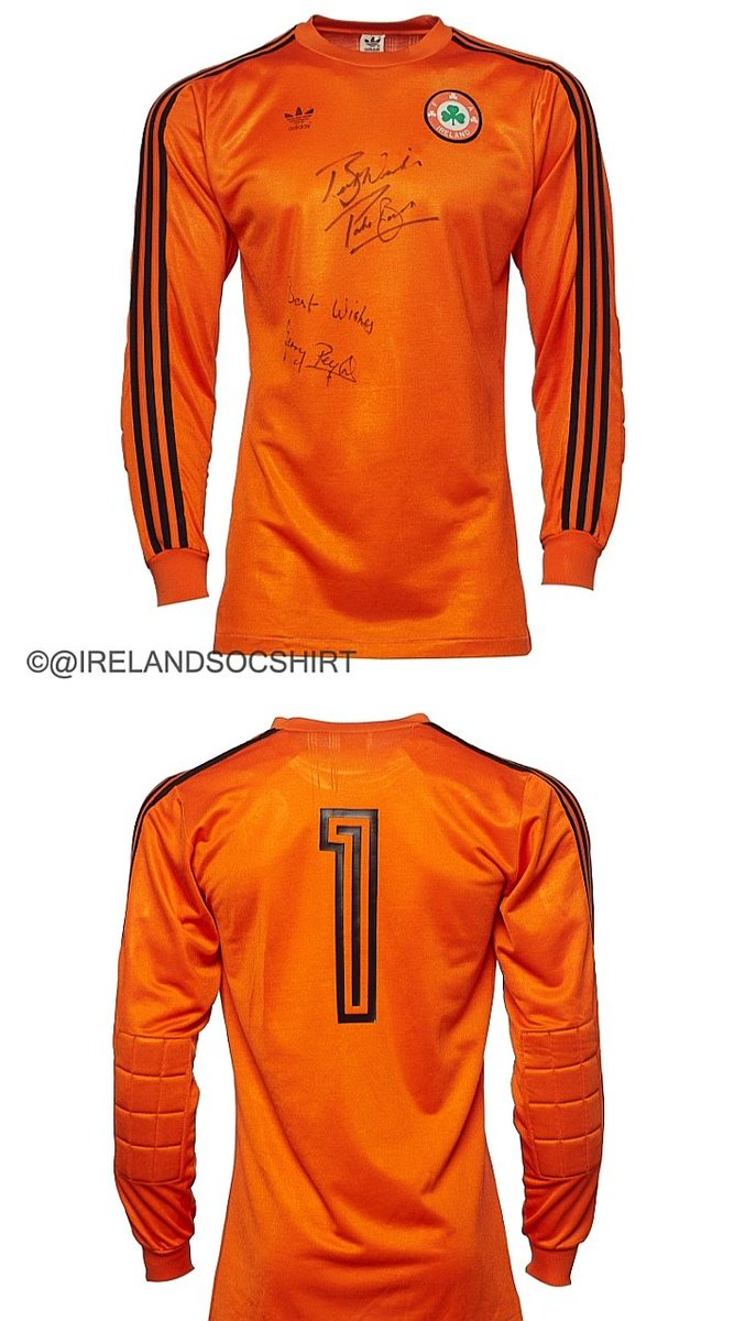 In 1987 @FAIreland narrowly beat Luxembourg in Dublin 2-1 with a late @Paulmcgrath5 goal. A draw & Jack Charltons Irish team would not have made #Euro88 & Ireland would have been a different place. Fine margins. Gerry Peytons shirt from the game is my #shirtoftheday 💚 #COYBIG 🇮🇪 https://t.co/hdeQEKzjAB