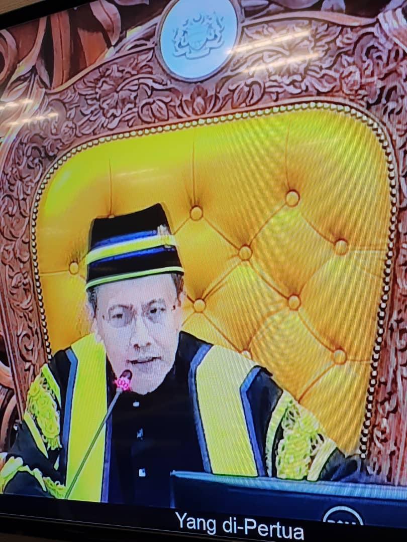 Datuk Azhar Azizan Harun memulakan tugas beliau sebagai Speaker Dewan Rakyat yang baru.  Usul pelantikan beliau diterima dewan dan tiada undian belah bahagi dijalankan susulan tiada pencalonan lain. https://t.co/eSQwGptDND