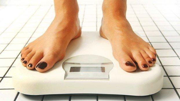 """Une étude sur les """"rythmes de prise de poids"""" faite par l'université Cornell, démontre que, même si l'on a un poids corporel constant, le lundi est le jour de la semaine où l'on pèse le plus.  🔎 https://t.co/hIB0znRqKz https://t.co/iSXsZ8vLXG"""