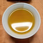 お茶を淹れた際に表面に浮かぶ「ホコリ」は「毛茸(もうじ)」という、若い新芽のうぶ毛らしい!