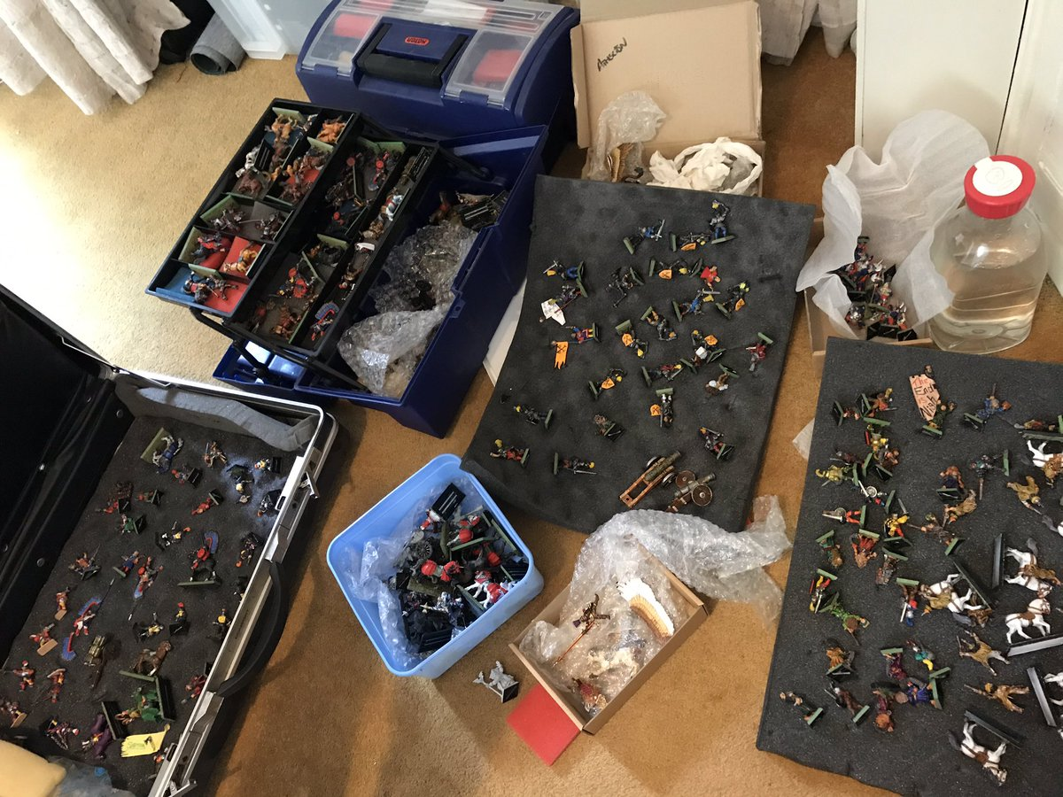 At my dads this weekend... had a look through all the #oldhammer / #middlehammer stuff... I've an itch to paint a few bits of Empire... some stone cold classic paint jobs from me in there!  Last pic is the small collection to come home. https://t.co/QuR1g7yIHz