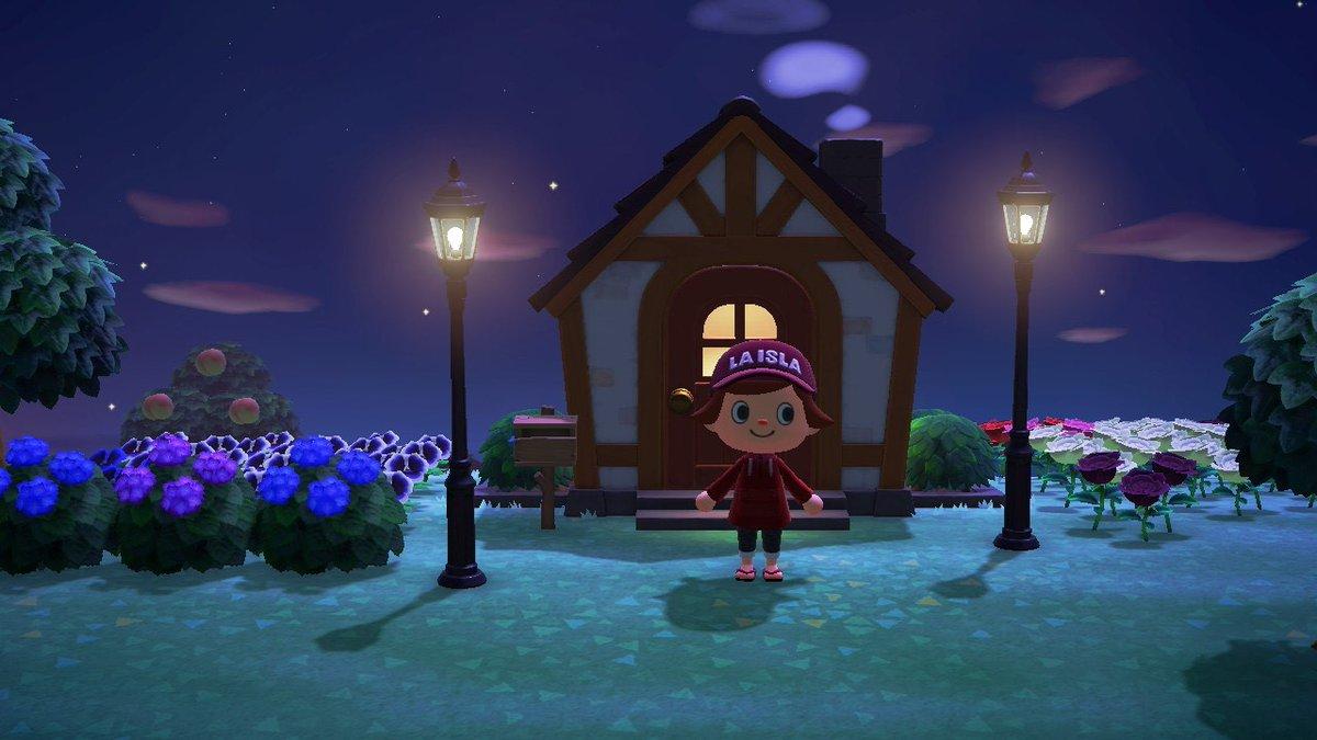 【#あつ森で三菱一号館】「みつびしいちごうかん島」にも街灯を飾ってみました。夜になると灯りがともります!ちなみに一号館広場にある実際の街灯は、現在もガスが使われている正真正銘の「ガス灯」で、ゆらめく灯りを見るとタイムスリップしたような雰囲気が味わえます。#あつまれどうぶつの森