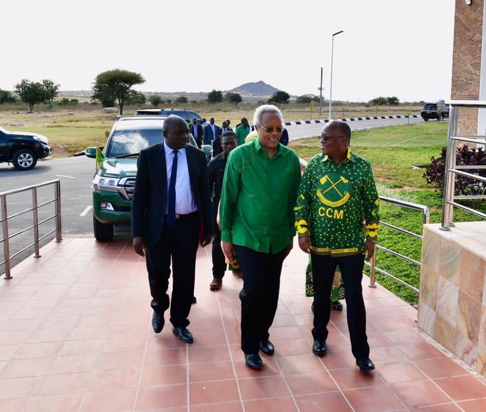 Magufuli Akutana na Lowassa Ikulu Chamwino – 𝐒𝖜𝖆𝖍𝖎𝖑𝖎 𝐍𝖊𝖜𝖘