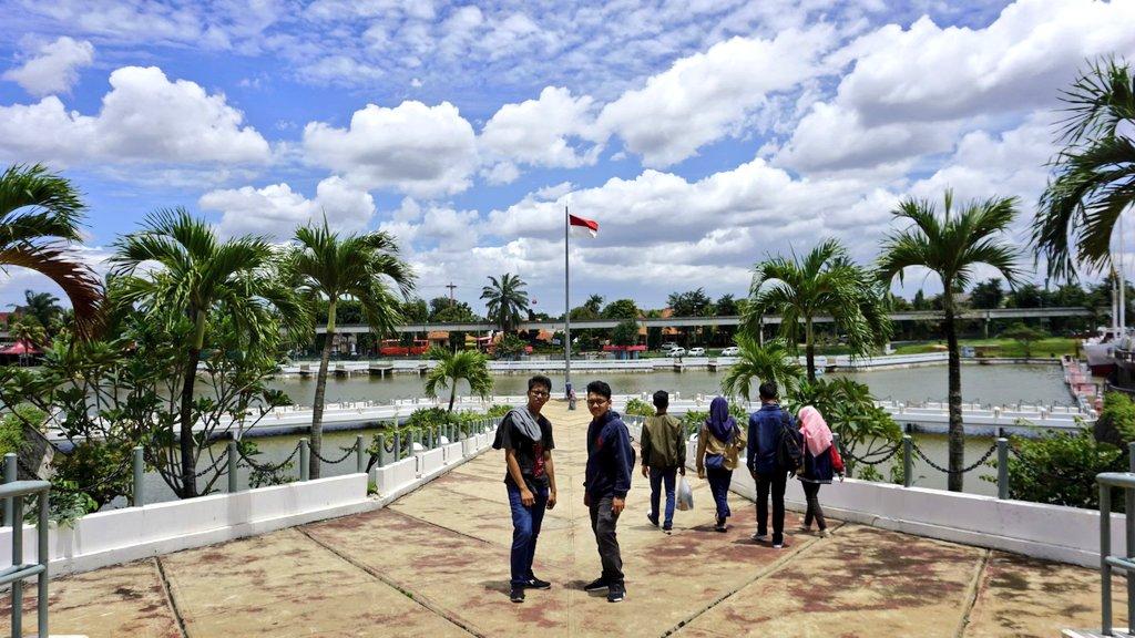 sebelum adanya covid, psbb, new normal, atau apapun itu, langit Jakarta pernah sebersih/biru ini https://t.co/LaSp9eMdVx