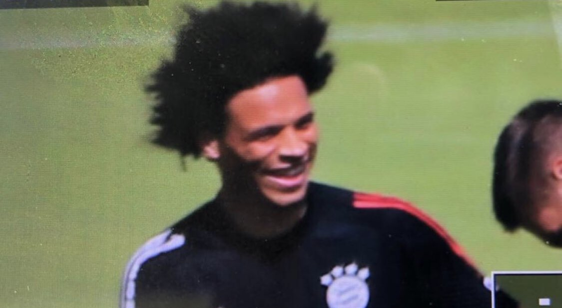 Here he goes! @LeroySane19 first training session in munich @BILD_Bayern<br>http://pic.twitter.com/v8Q56uV3L4