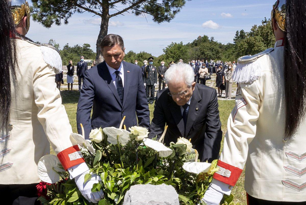 Il Presidente #Mattarella 🇮🇹 e il Presidente della #Slovenia 🇸🇮 #Pahor depongono una corona di fiori alla foiba di #Basovizza e al Monumento ai caduti Sloveni https://t.co/3iDCtq2JDs