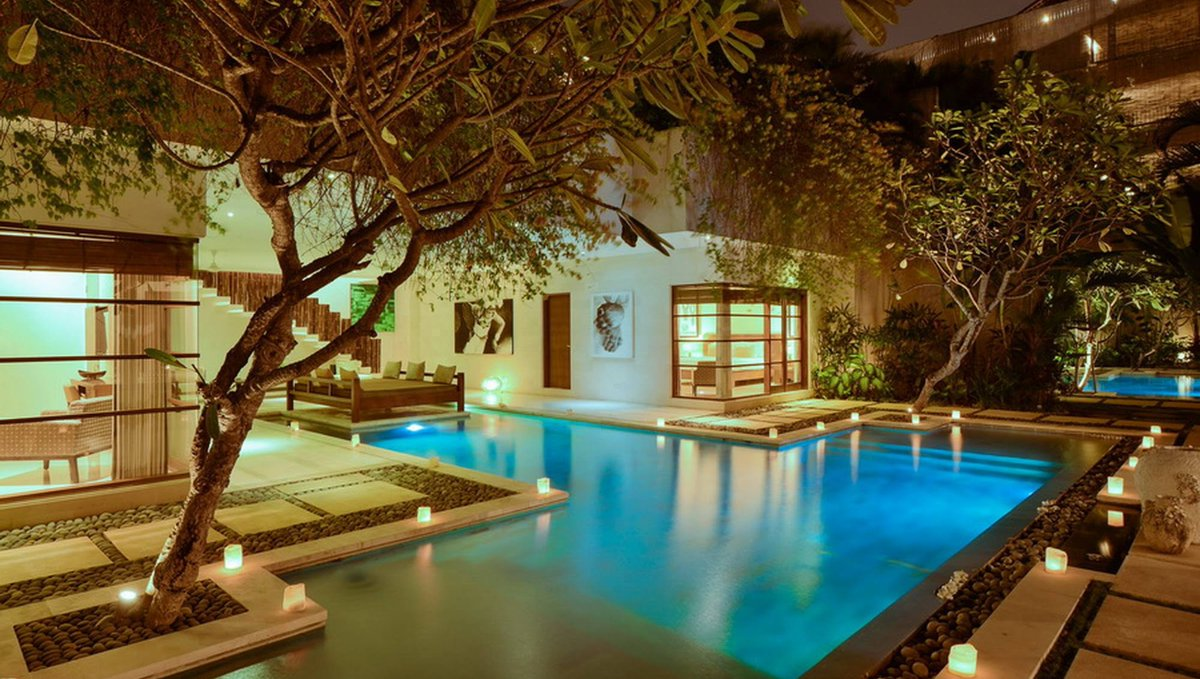 MONTHLY STAY DEAL  ...from $3,180 USD!  Sumptuous Seminyak retreat with high quality furnishings and huge living areas! Available in 4,6,8 and 10 bedroom options! https://balivillashvr.com/villas/seminyak/villa-nyaman-4-bedroom…   View villa by following link above - or message us direct for more info pic.twitter.com/8Sn0DMlrfR