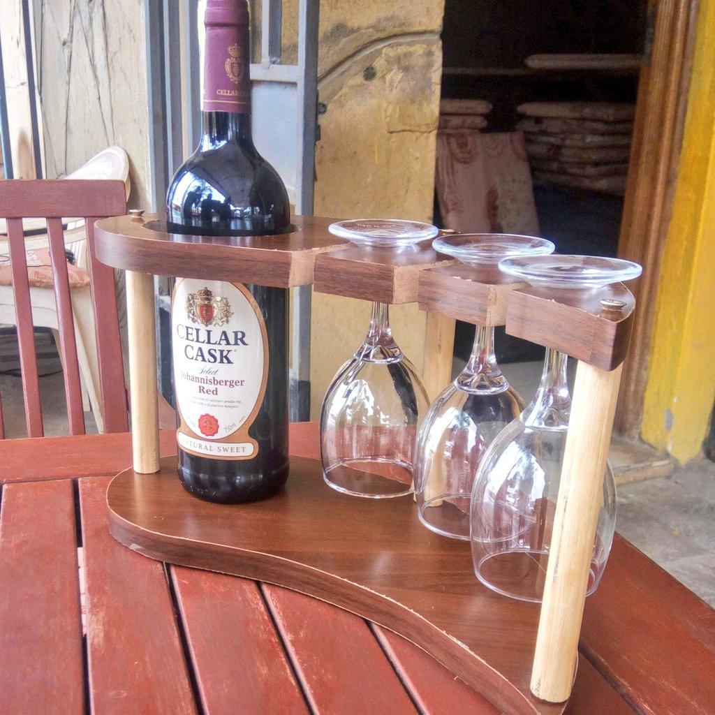 """Wine is sunlight, held together by water."" ~ Galileo Galilei  #wine #holders #wineloverpic.twitter.com/dkAUl4efcp"