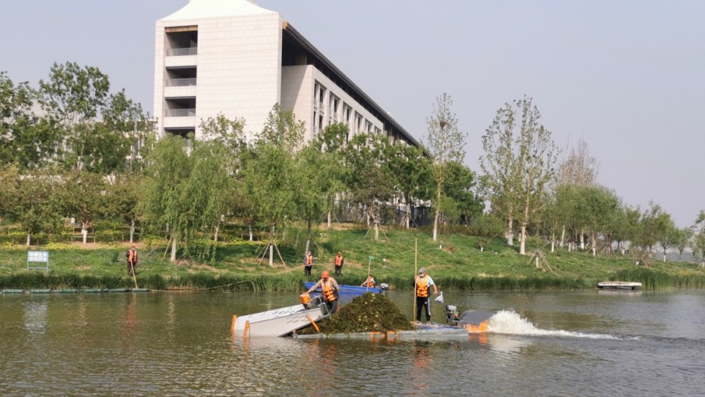 A mobile app has been used in some places in #Beijing for the maintenance of overgrown aquatic plants. Via the app, river and lake management staff can easily find any overgrown aquatic plants and upload photos for other colleagues to carry out maintenance work. pic.twitter.com/B9UsAd0nDd
