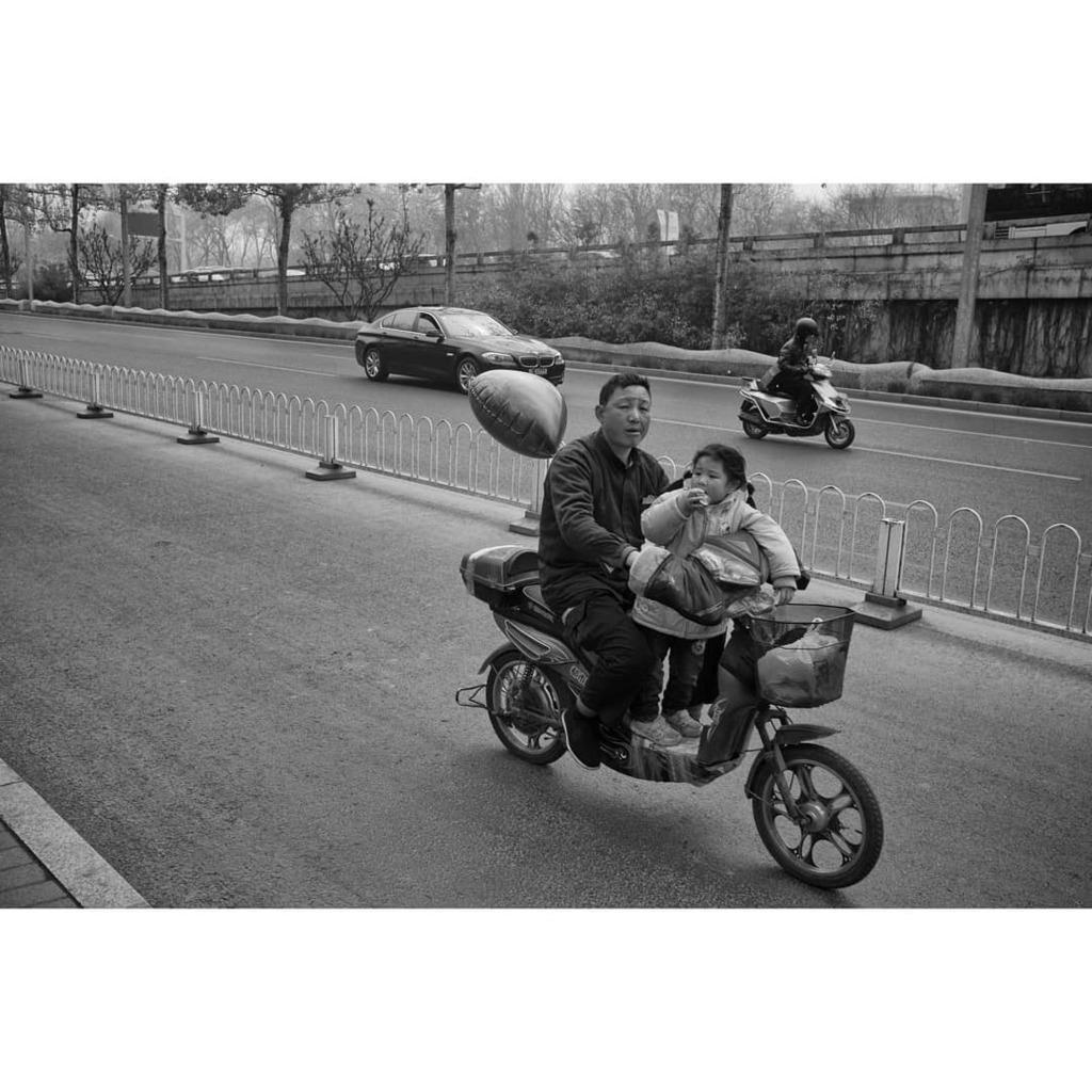 . . . #everybodystreet #ig_street #x100 #China #street_photo_club #lensculture #streetlife_award #fujix100 #photoobserve #fujixseries #blackandwhitephotography #streets_in_motion #streetscenesmag #streetphotographersmagazine #somewheremagzine #stre… https://instagr.am/p/CClC2Q-HSLV/pic.twitter.com/v0MVPfRqhN