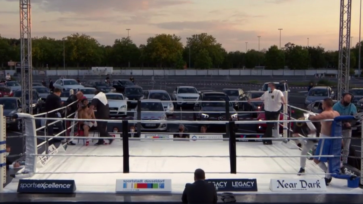 Boxing news: Bizarre COVID-19 drive-in fight night takes place in car park in Dusseldorf, Germany http://dlvr.it/RbWC60  ⟶ via http://betbitcoin.pro pic.twitter.com/oNq01z61Bj