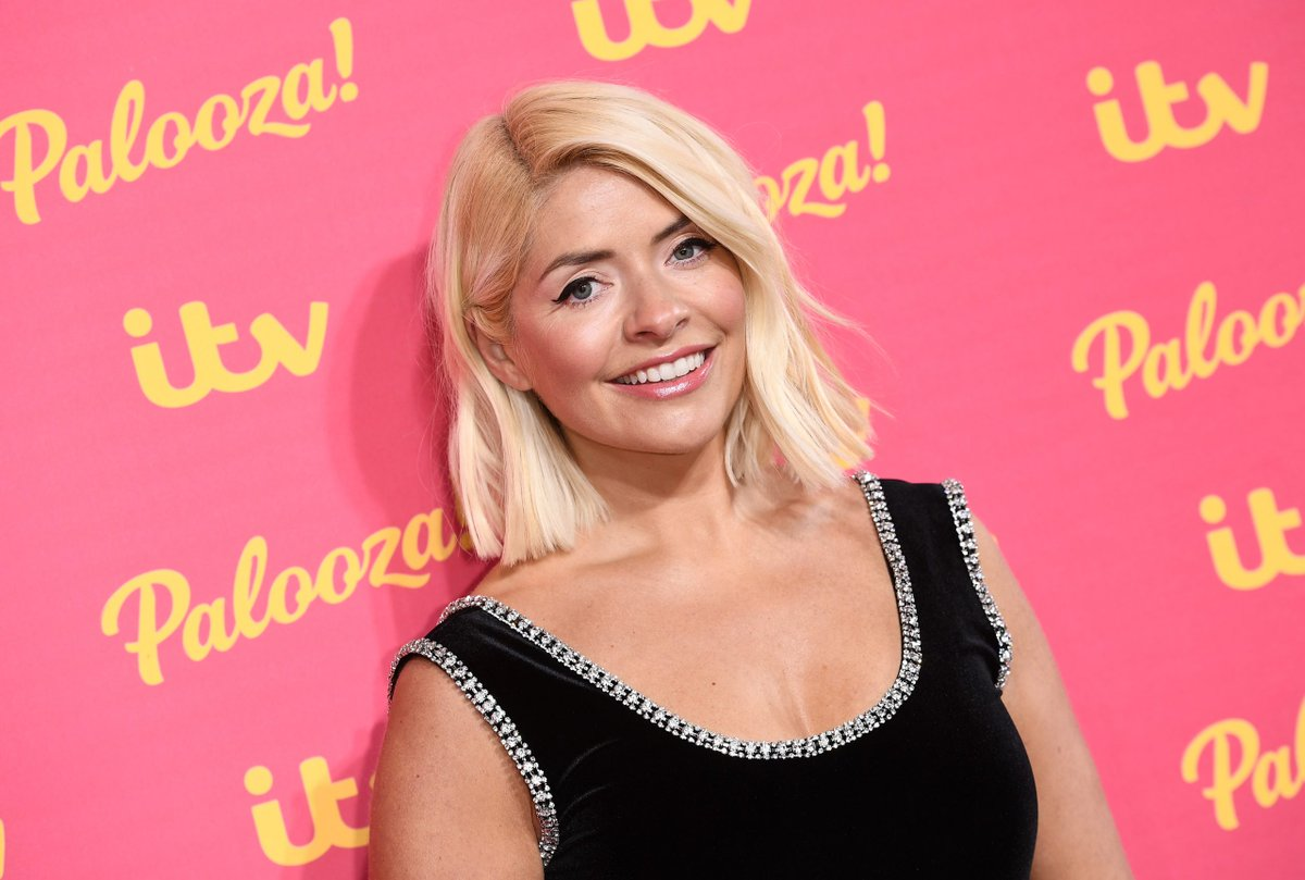 This Morning's Holly Willoughby is being replaced by THIS star over summer https://t.co/64sX5hYxmp https://t.co/yBas0DdiLq