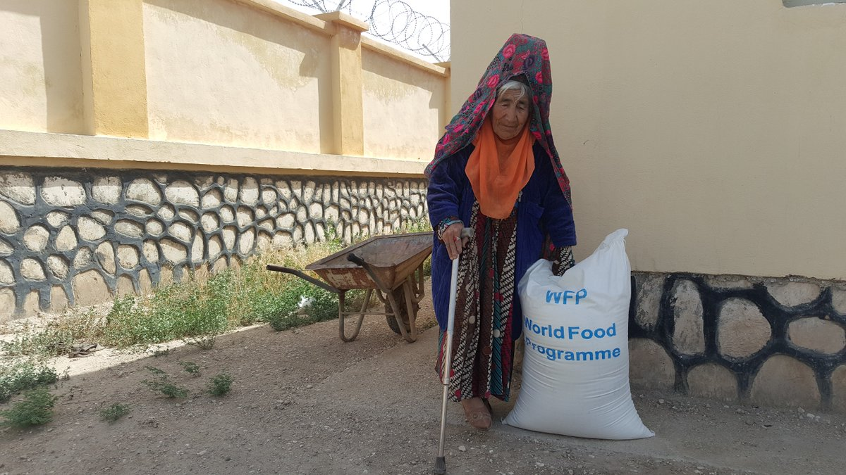 New funding from @eu_echo will allow #WFP #Afghanistan to distribute food to nearly 470,000 people affected by conflict & natural hazards, as well as food & nutrition support to 150,000 malnourished children and pregnant/breastfeeding mothers. Thank you!👉https://t.co/JK9mOXCJR1 https://t.co/xboGd8Rco2