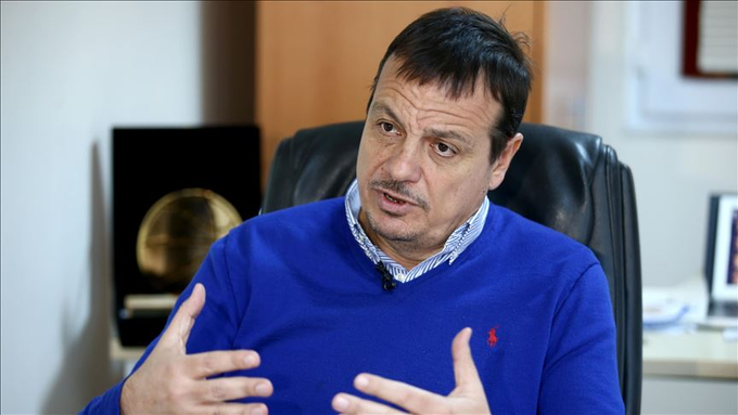 """Ergin Ataman: """"Kulübün şu andaki yönetimi ve mevcut yapısı aynı şekilde devam edecek. Benim birinci önceliğim basketbol koçluğu, Anadolu Efes'le bu yıl yarıda kalan Euroleague şampiyonluğu hayalimizi gelecek sene gerçekleştirmek ve tarihimize bir başarı daha eklemek..."""" https://t.co/iEsyA7CjPT"""