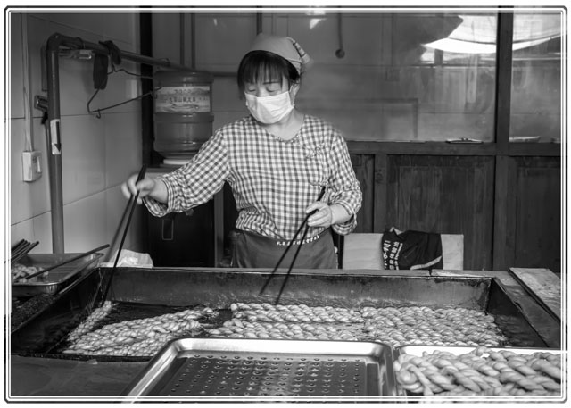 A #local Woman preparing bread twists to the hundreds of #tourists on #Xian's #Silkroad #MuslimStreet in the centre of the #city. #blackandwhite #blackandwhitephotography #Streetfood #streetphotography #macrophotography #foodphotography, #ThePhotoHour #pictureoftheday