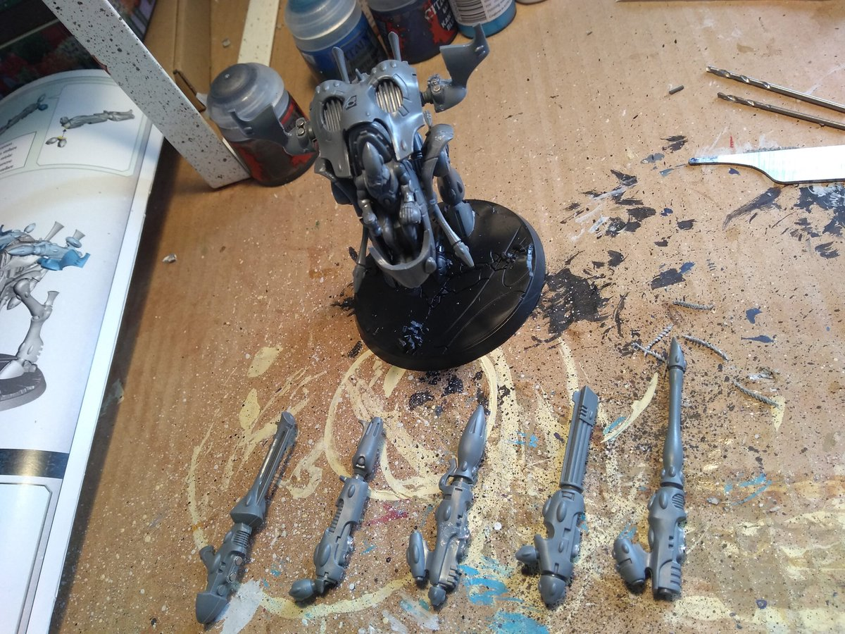 Dipping my toes in 40k.... So THAT'S why I had all those magnets 😂  #Warmongers #40k https://t.co/p2pwwhroZ7