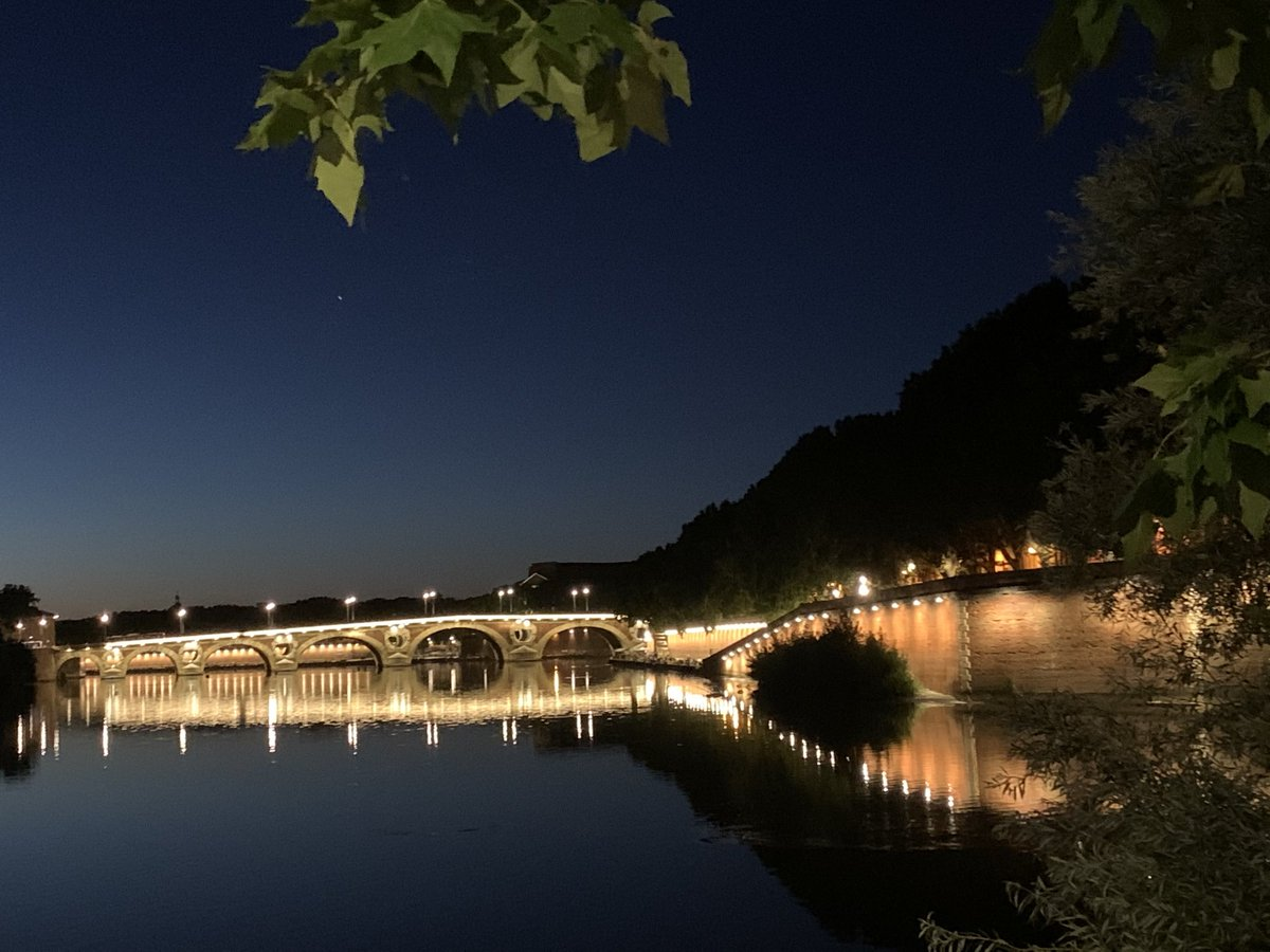 Toulouse by night #Toulouse pic.twitter.com/r8iLbqAlVA