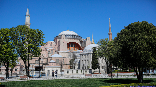 #Erdogan came after a Turkish court announced that it had revoked #HagiaSophia's status as a museum, which for the last 80yrs had made it a monument of relative #harmony and a #symbol of the #secularism that was part of the foundation of the modern #Turkish  this is ridiculous! pic.twitter.com/YZKpBMlYrO