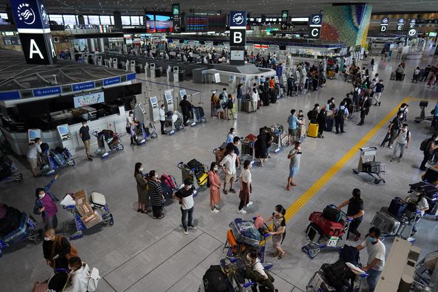 3000RT:【新型コロナ】成田空港などで20人感染確認、パキスタンやペルーから到着 https://t.co/thlfE2pvHD  10~11日に成田空港などに到着した10歳未満~40代の男女20人が感染していた。全員が無症状だという。 https://t.co/kqERmg10gO