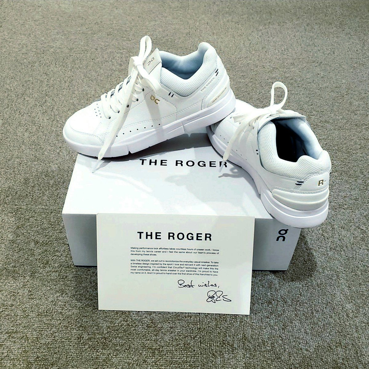 So excited 🤗 I FINALLY got my hands on a pair of #THEROGER Centre Court 0-Series from @on_running 👟 This is pure understated cool, brilliantly simple design, classy and comfy white sneakers. PeRFect! 💯 @rogerfederer 🇨🇭 #onrunning https://t.co/6vqZ5OnKuY