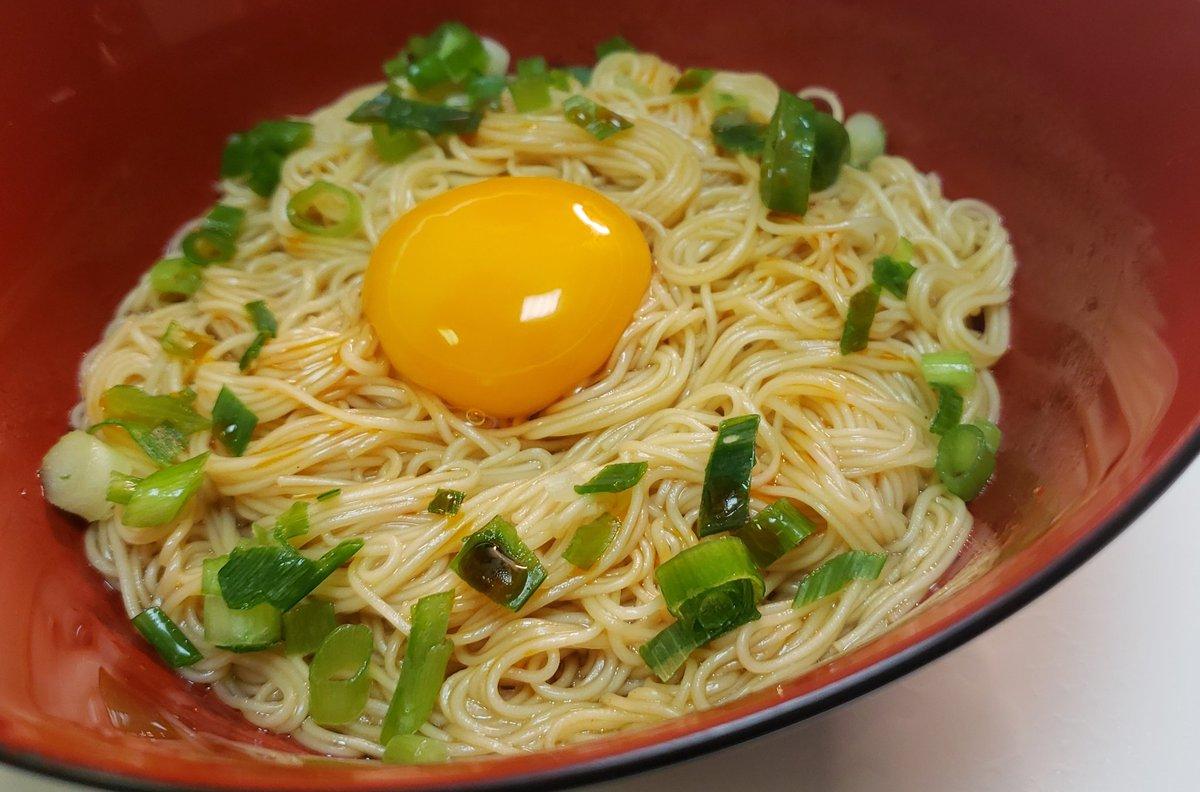 簡単に作れて、なおかつ美味しい!焼肉のタレが決め手の「冷やし黄金そうめん」のレシピ!