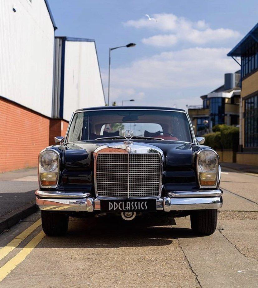 Cuántos lo reconocen? #Mercedes600Pullmann, un modelo de status que celebridades cómo #JohnLennon, #DavidBowie, #ElvisPresley y #CocoChanel poseían.