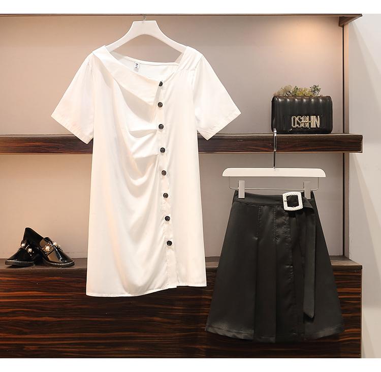 単品だと一見普通の服に見えるが?組み合わせるとオシャレな格好に!