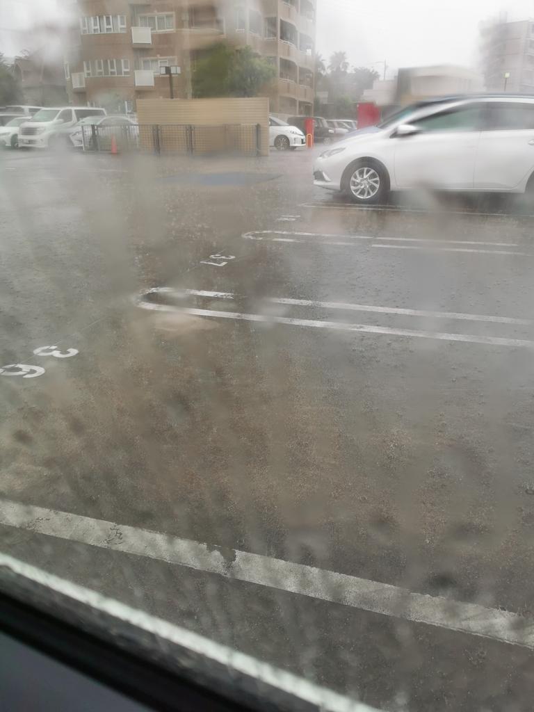雨強過ぎて出られない😭そして不動産屋さんマスク無し😱😱😱😱😱