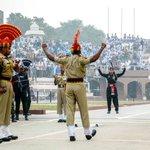 インドとパキスタンの国境では?毎日両国の警備隊が示威パフォーマンスをぶつけ合っている!