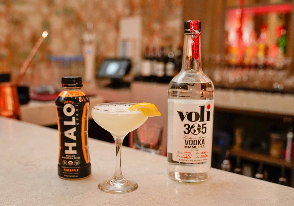 Need a super #SundayFunday recovery cocktail? @halo.sport spiked with some #vodkamadeinMiami  ▪️2 oz Voli 305 Vodka ▪️2 oz HALO (our favorite flavor is Peach) ▪️1 oz soda water ▪️ Lime wedge to garnish *Both available for purchase on line, visit our websites* https://t.co/cMXK8c6bx3