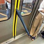 駆け込み乗車よりも迷惑?駆け込み傘が危険すぎる!