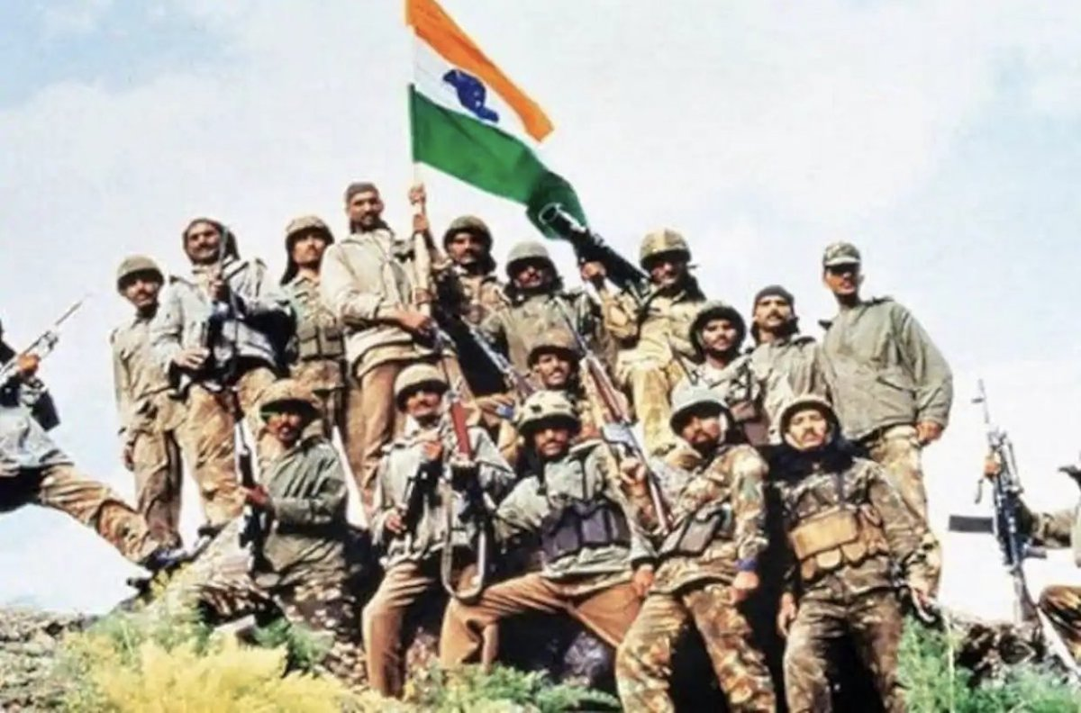 Today on #KargilVijayDivas I salute our bravehearts who gave their lives to protect our motherland . Jai hind ! https://t.co/tOf0LOvwFb