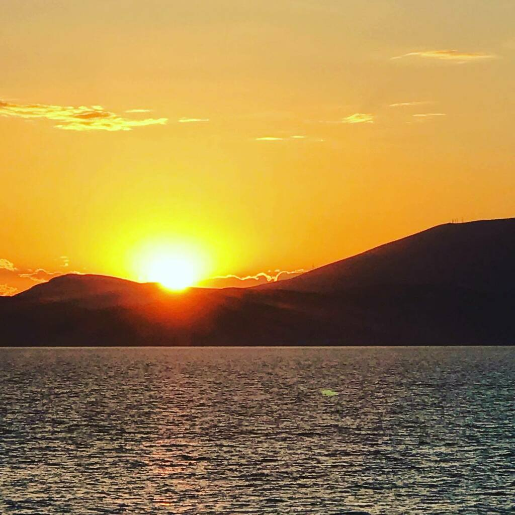 Happy #sunsetsunday Hope you are having a great weekend.  This photo was shot from Hydra Greece. #dreamnowtravellater #hydra #greece#mytravelingtastes #travelafter50 #sheisnotlost #over60travel #trawanderer #foodie #travelingfoodie #foodandtravelblogg… https://instagr.am/p/CDGy2qEF9I4/pic.twitter.com/BdMMKkjI1f