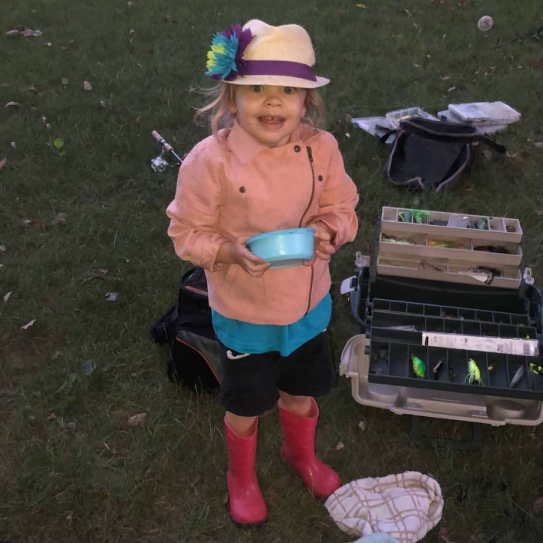 London the worm whisperer 😂 she's obsessed with them. She's well on her way to being a little fisherman! #michigram #michigan #puremichigan #summer2020 #fishing #girlsofsummer #girlsthatfish #letsgofishing #daughter #sisters #love #family #lovehertopieces #smileyourbeautiful https://t.co/zdWb2swKjk