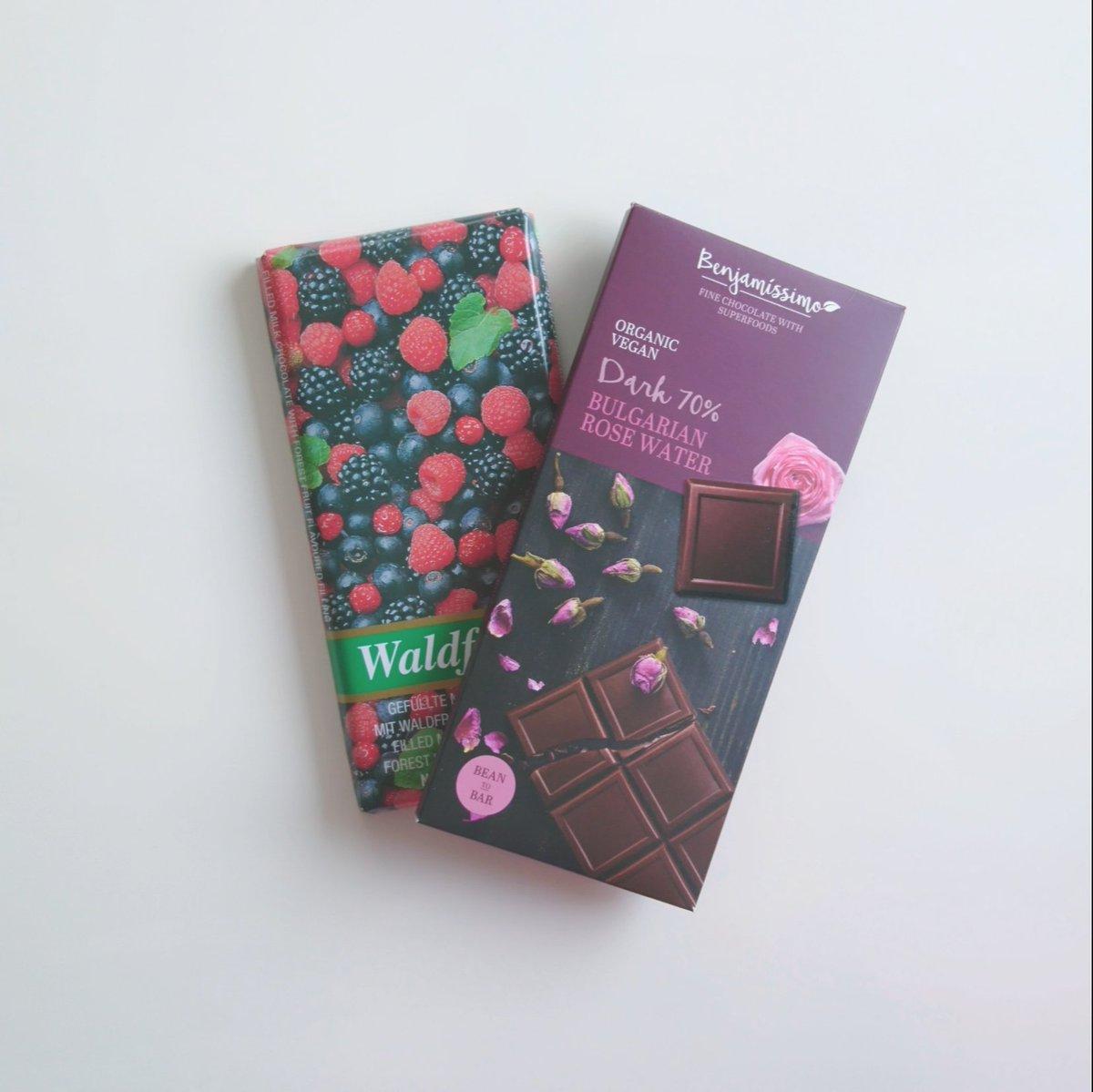 ひと欠片の安息  🇧🇬Organic Vegan Dark Chocolate With Bulgarian Rose Water  🇩🇪Milk Chocolate With Forest Fruit Flavoured Filling  #今週のチョコレート #chocolateholic https://t.co/6CaJtLFJGY