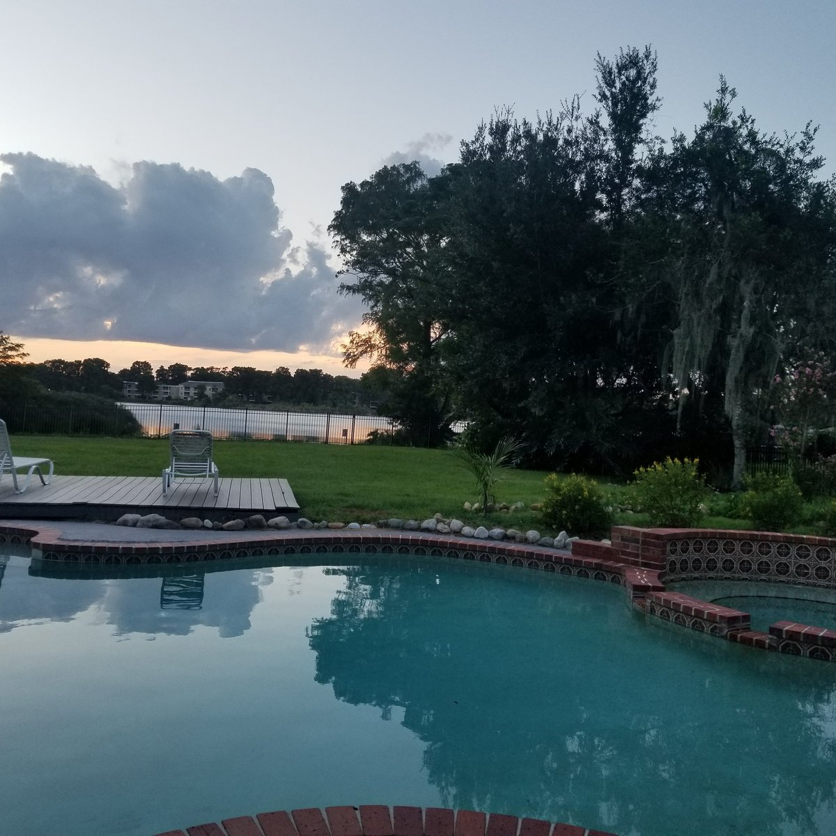 Enjoying this peaceful beautiful sunset #livingboldly #livingwithpurpose #livinginspired pic.twitter.com/v8mNsX5bYI