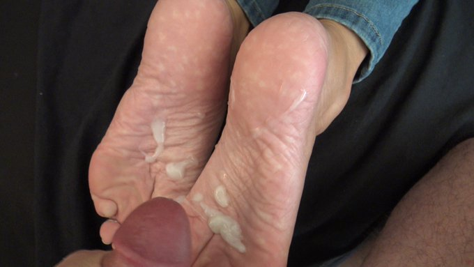 2 pic. about to be posted to my onlyfans is this almost 8 minute Full clip from https://t.co/6bskJkO538
