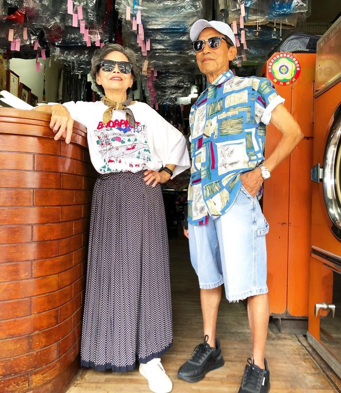 客が取りに来ない服を利用して?ファッションショーを楽しむクリーニング店の老夫婦!