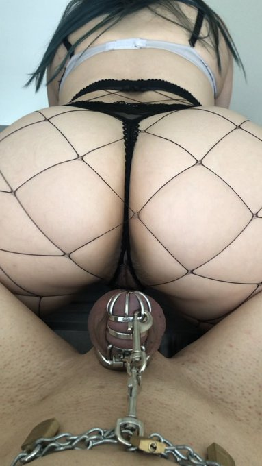 1 pic. Ass for dayssss keeping him sexually frustrated 😈  #chastity #femdom #keyholder #chastityslave