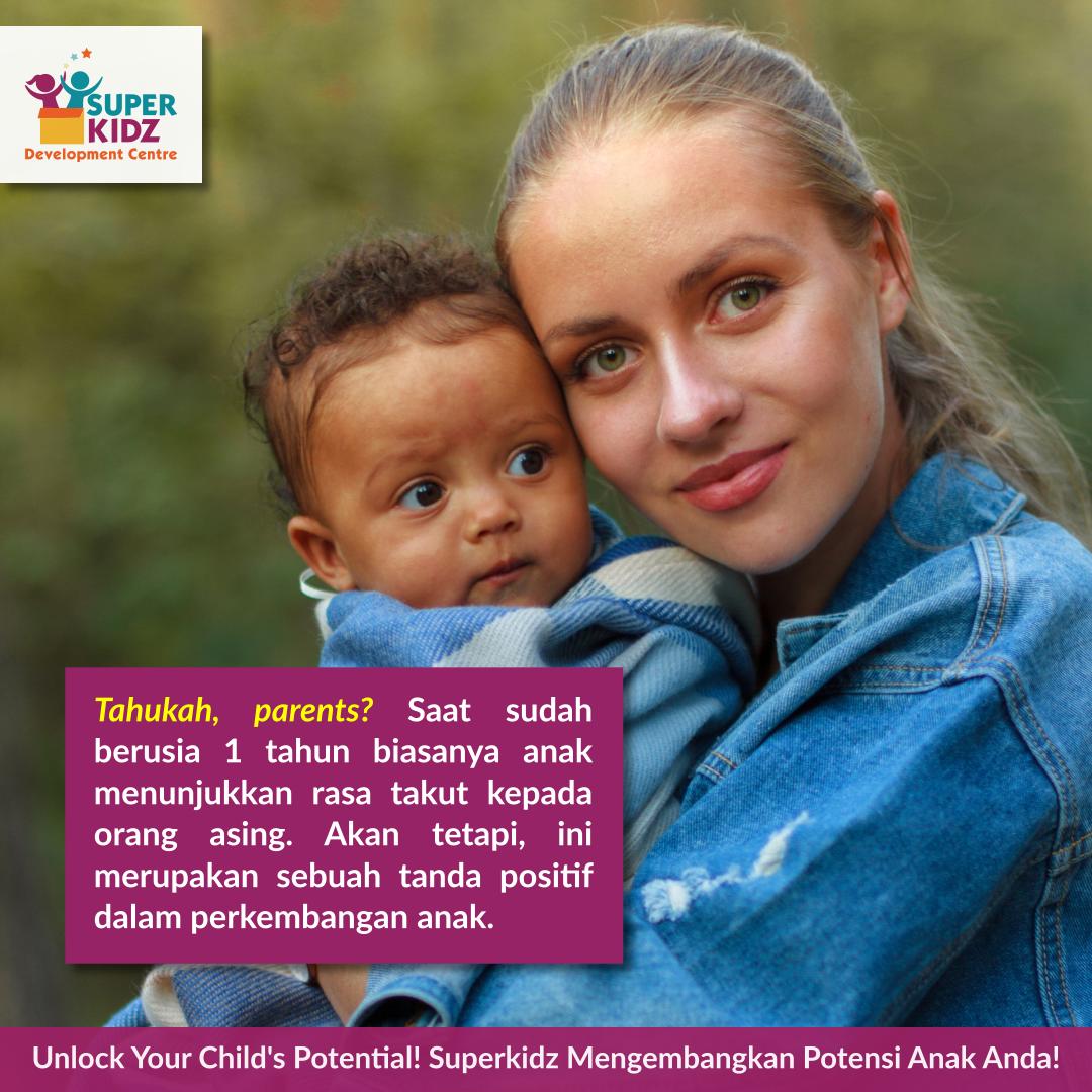 Kira-kira menandakan hal positif yang seperti apa, ya?   Yuk, simak saja slide-slide berikutnya!   #tumbuhkembanganak #tumbuhkembang #parentinganak #tumbuhkembangbayi #bayi #orangtuadananak #anak #KlinikTumbuhKembangAnakSuperkidz #kliniksuperkidzpic.twitter.com/tV961UBmSe